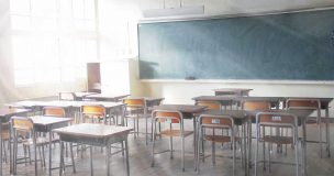 光が差し込む教室
