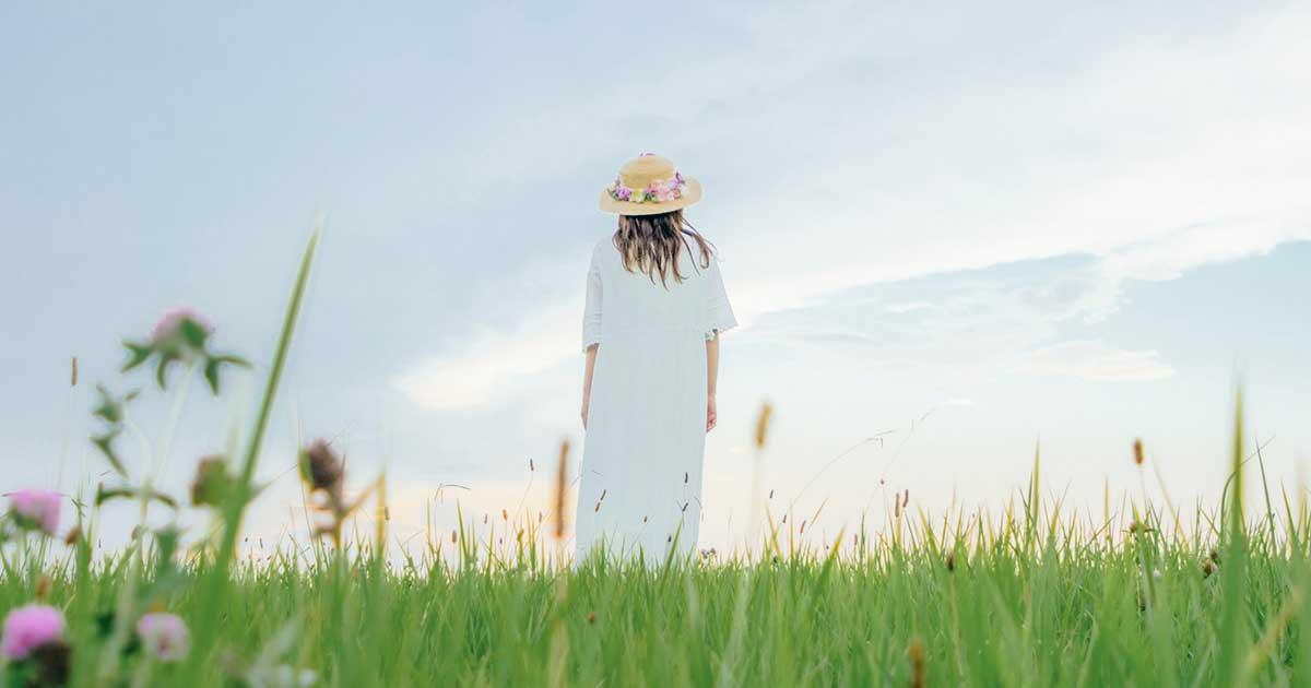 草原に佇むソビト